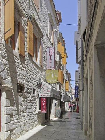Pauschalreise Hotel Kroatien,     Kroatien - weitere Angebote,     Hotel Monika in Trogir