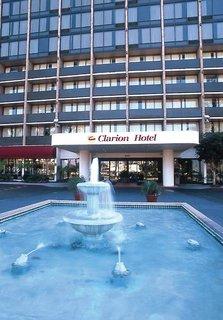 Billige Flüge nach Los Angeles, Kalifornien & Clarion Hotel Anaheim Resort in Anaheim