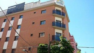 Billige Flüge nach Barcelona & Apartamentos Selvapark in Lloret de Mar