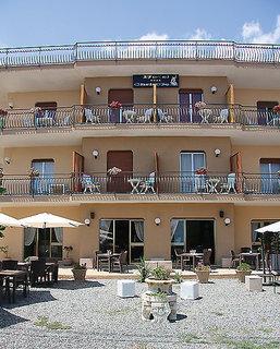 Pauschalreise Hotel Italien, Sizilien, Chris Mare Hotel in Taormina Mare  ab Flughafen Abflug Ost