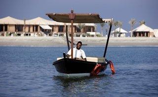 Luxus Hideaway Hotel Vereinigte Arabische Emirate, Ras al-Khaimah, The Ritz-Carlton, Al Hamra Beach in Al Hamra Village  ab Flughafen Österreich