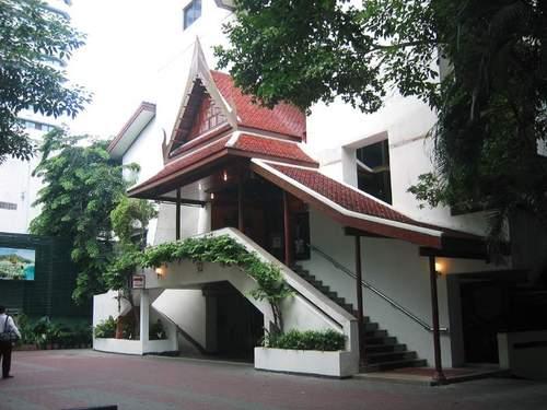 Lage: Dieses freundliche Hotel ist verkehrsgünstig gelegen. Der U-Bahnhof Lumpini MRT ist zu Fuß erreichbar. In der Nähe des Hotels befinden sich ...