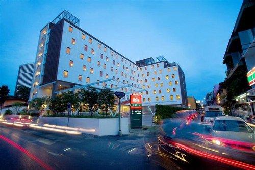 Lage: Dieses gut gelegene Stadthotel befindet sich direkt im Zentrum von Bangkoks Geschäfts- und Unterhaltungsviertel. Es ist umgeben von dem ...