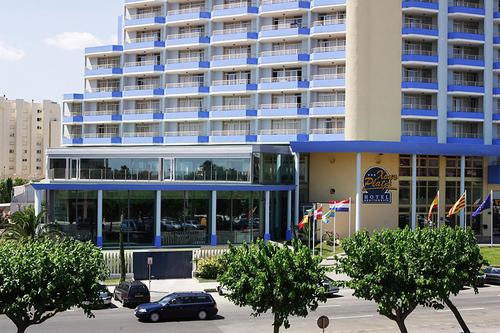 Lage: Das Mittelklassehotel ist im touristischen Zentrum von Ampuria Brava, nur etwa 125 m vom Strand entfernt, gelegen. Geschäftszonen mit ...