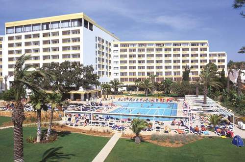 Lage: Das elegante Hotel befindet sich direkt am Strand von Praia da Falésia, inmitten von gepflegten Gärten und Pinienwäldern. Der Strand liegt ...
