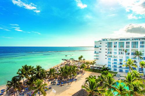 Das Be Live Experience Hamaca, ein Hotel der bekannten Be Live-Kette, liegt direkt in der Bucht von Boca Chica. Das breite Sport- und ...
