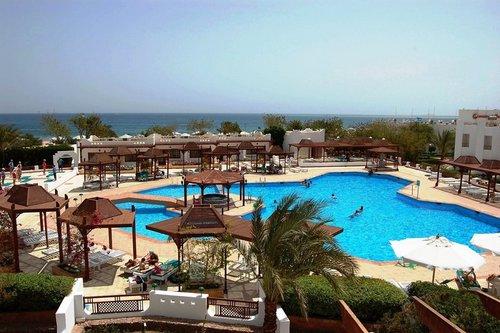 Ort Safaga Lage & Umgebung Das Hotel liegt ca. 100 m vom Sandstrand entfernt. Die nächstgelegene Stadt ist Safaga City (ca. 8 km). Der Flughafen ...