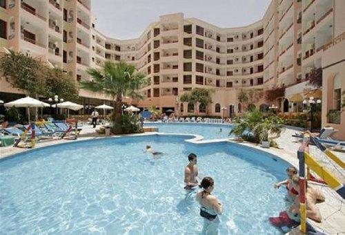 Lage: Das Hotel befindet in Hurghada, direkt im Zentrum von Dahar, inmitten eines Einkaufscenters. Der nächste Strand ist ca. 250 m entfernt ...