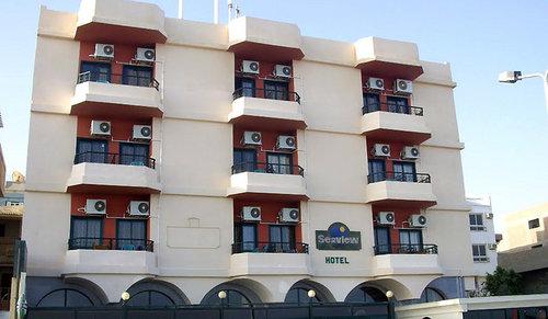 Lage: Das Hotel liegt am Meer im Geschäftszentrum von Hurghada. Es liegt in der Nähe von El Dahar, dem Einkaufsviertel der Altstadt, und nur ...