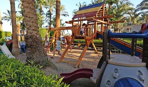 Das Hotel befindet sich an der Bucht von Hurghada mit Blick auf den eigenen Sandstrand. Den Flughafen erreichen Sie nach etwa 10 min. Hurghada ...