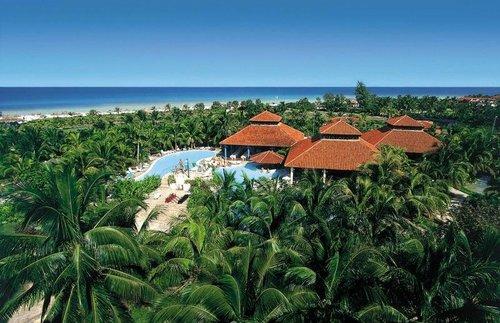 Strand: Entfernung zum Strand: 5 Gehminuten; Sandstrand; kilometerlang Entfernung (ca.): zum Flughafen Varadero: 35 km, zum Stadt-/Ortszentrum: 3 ...