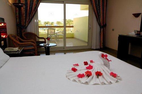 Eurotel Palm Beach Resort Hurghada  Eurotel Palm Beach Resort Hurghada:  Unterbringung(en):  Doppelzimmer (DZ): 1 Bad oder Dusche/WC Föhn, ...