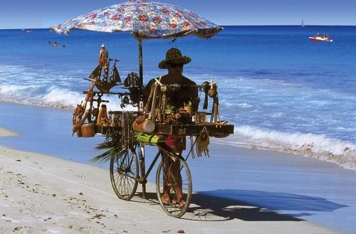 direkt am Strand Strand: Playa de Oro; feinsandig, lang Entfernung (ca.): zum Flughafen Varadero: 35 km, zum Stadt-/Ortszentrum: 10 km, zum ...