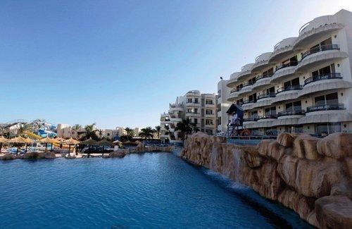 im Stadtzentrum, direkt am Strand Strand: hoteleigener Strand Entfernung (ca.): zum Flughafen Hurghada: 10 Fahrminuten  Unterbringung(en):  ...