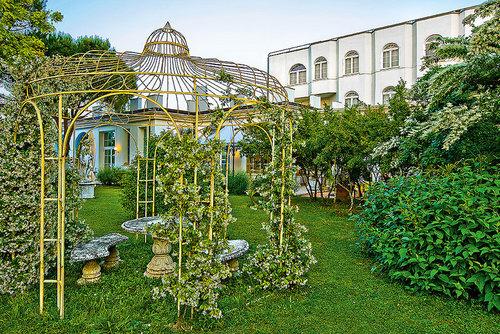 Hotel Bellavista Terme: Dass die Familie Squarcina bereits seit Generationen gastlichen Komfort und persönliches Ambiente mit der Heilkraft der ...