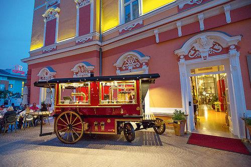 Hotel Continental: Dieses wenige Jahre alte Boutique-Hotel entstand aus der aufwändigen Restaurierung einer prächtigen Stadtvilla aus den Zeiten ...
