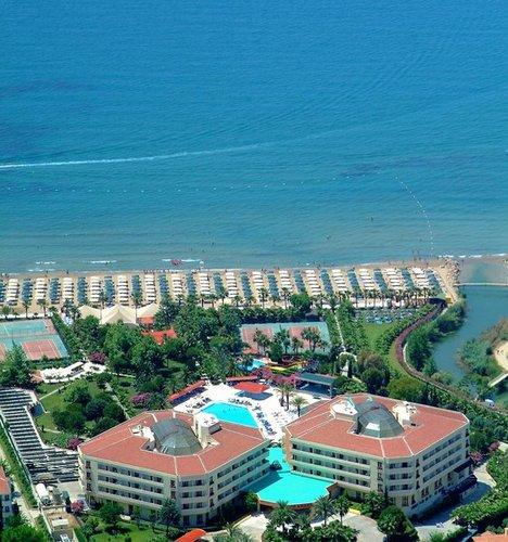 Lage: In Kumköy nahe am hoteleigenen Strand. Bis zur nächsten Stadt Manavgat sind es 10 km. Die Entfernung zum Flughafen beträgt ca. 58 km.  ...