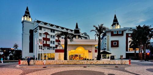 Lage: In Kumköy in unmittelbarer Nähe vom hoteleigenen Strand, der mit dem Bus/Auto erreichbar ist. Bis zur nächsten Stadt Side sind es 4 km ...