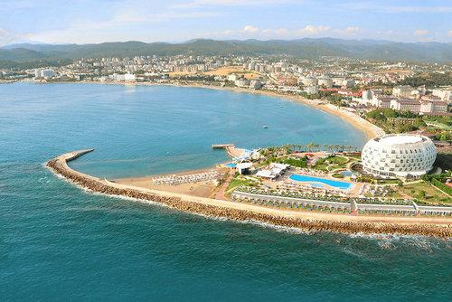 Das Hotel ist ruhig, direkt am feinsandigen, hoteleigenen Strand gelegen. Das Ortszentrum von Alanya mit Einkaufsmöglichkeiten, Restaurants und ...