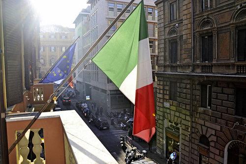 Ort Rom Lage & Umgebung Direkt im Zentrum der Stadt. Die Spanische Treppe und der Trevi-Brunnen befinden sich ca. 1,5 km vom Hotel entfernt. Bis ...