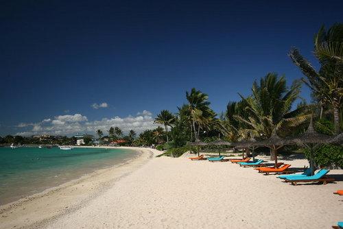 Lage: Ort Grand Baie Lage & Umgebung Die Anlage liegt ruhig im Norden der Insel, direkt am wunderschönen Sandstrand und nur wenige Kilometer vom ...