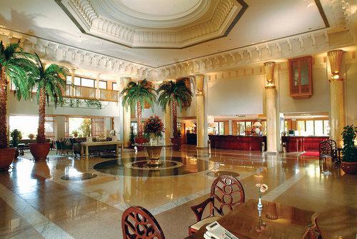 Ort Hurghada Lage & Umgebung An der Bucht von Hurghada gelegen, besitzt das wundervolle Hotel seinen eigenen Strand direkt am Roten Meer, einen ...