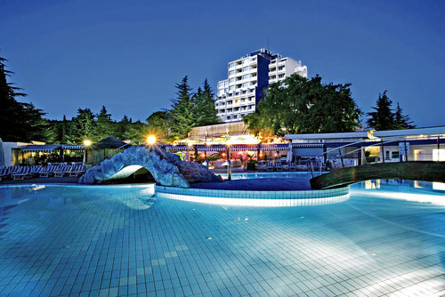 Ort Porec Lage & Umgebung Innerhalb der Ferienanlage Brulo gelegen und von umfangreichen Grünanlagen und guten Radfahr-, Spazier- und ...