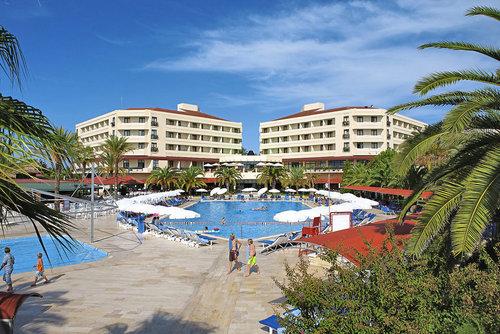 Ort Side-Kumköy Lage & Umgebung Direkt am ruhigen Sandstrand gelegen, nur etwa 12 km vom Ortszentrum entfernt befindet sich dieses schöne Hotel ...