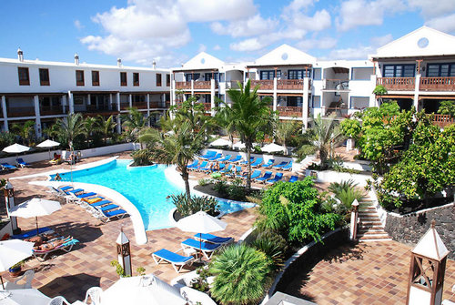 An der Costa Teguise ca. 300 m vom Strand Playa de las Cucharas entfernt. Einkaufsmöglichkeiten sind in wenigen Gehminuten erreichbar.  ...