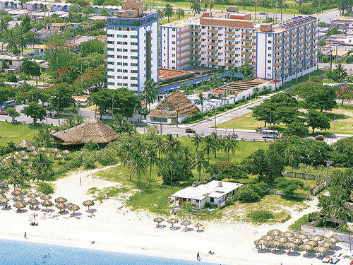 Der feinsandige, flach abfallende Karibikstrand ist ca. 80 m entfernt. Zum Ortszentrum von Varadero sind es ca. 2 km.  Ausstattung: Im Garten ...