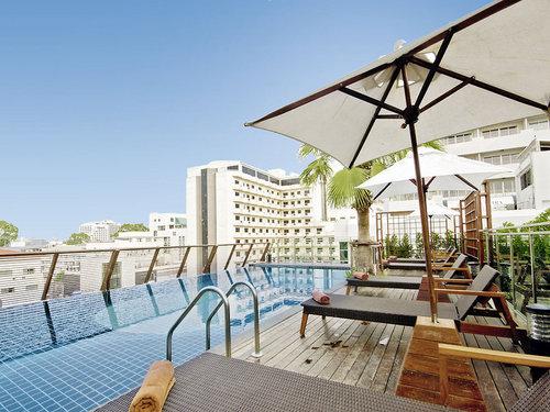 Direkt im lebhaften Zentrum von Pattaya mit vielen Einkaufs- und Unterhaltungsmöglichkeiten wie Geschäfte, Restaurants und Bars. Der Strand und ...