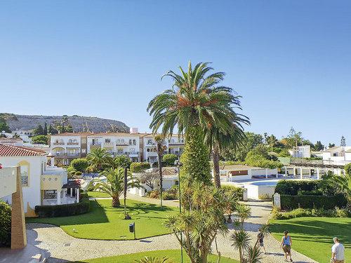 Zum traumhaften Sandstrand Praia da Luz ca. 400 m. Die schöne Promenade reicht bis an die Mauern der alten Festung. Einkaufs- und ...