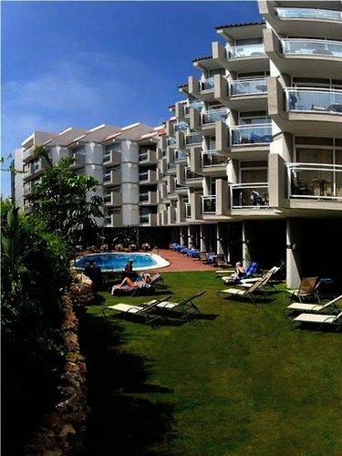 Das Roc Lago Rojo Hotel befindet sich nur 50 m vom Strand im alten Fischerdorf La carihuela. Die Serviceleistungen des Hotels umfassen: ...