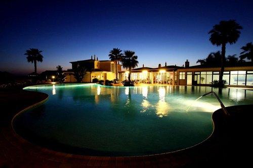 Lage: Das Hotel Club Porto Mos befindet sich 100 m vom Sandstrand entfernt. Für Ihren Komfort verfügt das Hotel über eine Lobby und eine ...