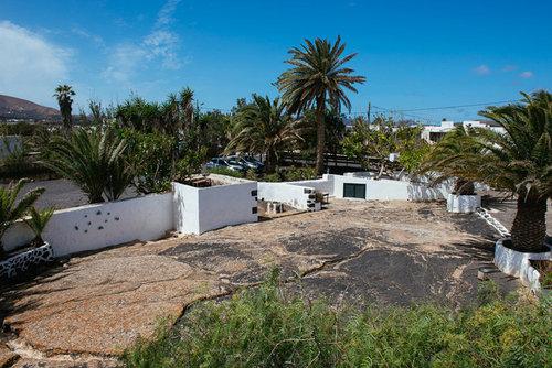 Lage: Das Hotel Caserio de Mozaga in San Bartolome hat 8 Zimmer und wurde 2016 renoviert. Der Sandstrand ist nur 15 km vom Hotel entfernt, die ...