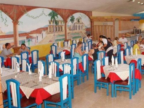 Das Hotel Cubanacan Tuxpan wurde im Stil einer Pyramide erbaut und verfügt über: Rezeption, Restaurant à la carte, Bar, Eingangshalle mit Bar, ...