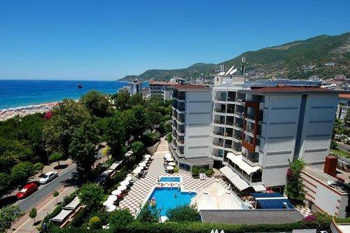 Das Hotel verfügt über: Restaurants, Bars, Schwimmbad, Kinderbassin, Wi-Fi, Businesszentrum, Parking, Aufzug und Rezeption 24/24. Die Zimmer sind ...
