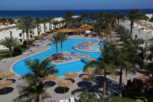 Ort Hurghada Lage & Umgebung Der nächste Ort El Gouna ist in etwa 22 km (ca. 30 Minuten Fahrzeit) zu erreichen. Das Hotel befindet sich außerdem ...