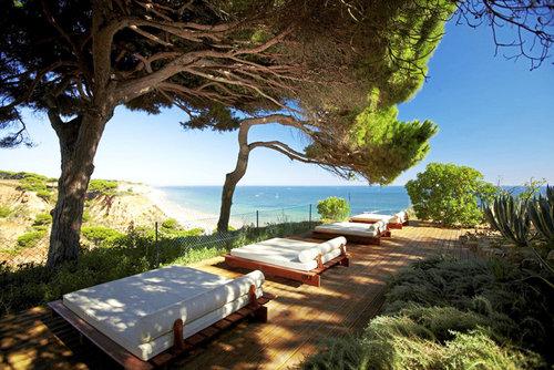 Ort Praia da Falesia Lage & Umgebung Einzigartig ist die Lage dieses Hotels über den Klippen - weit reicht der Blick auf den 5,5 km langen Strand ...
