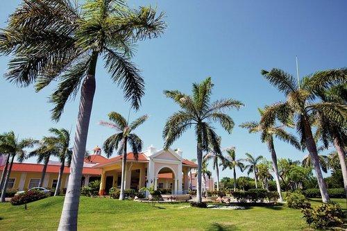 Lage: Das Hotel liegt unmittelbar am weißen kilometerlangen Sandstrand. Das Zentrum Varaderos liegt 20 Minuten entfernt. Entfernung zum ...