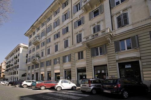 Lage:  im Ortszentrum Entfernung (ca.): zum Flughafen: 40 km, zur Einkaufsstraße Viale del Corso: 1 km  Ausstattung:  Hotelanlage: ...