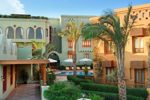 Lage: Das Hotel liegt an der exklusiven Abu Tig Marina, dem bekannten Yachthafen von El Gouna. Dort finden Sie zahlreiche ...