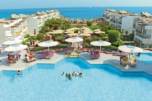 Lage: Das Hotel liegt nur etwa 100m vom schönen Strand entfernt (teils Sand, teils Kies). Zum Zentrum von Hurghada sind es ca. 3km. Den ...