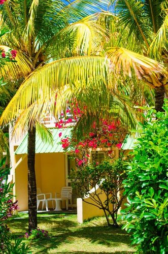 Lage: Das kleine, ruhig gelegene Hotel befindet sich direkt am weißen, feinsandigen Strand von