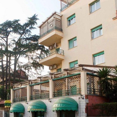 Lage: Das Hotel befindet sich in der Nähe eines antiken Aquädukts in Rom. Das Stadtzentrum und zu all den bekannten Sehenswürdigkeiten der ...