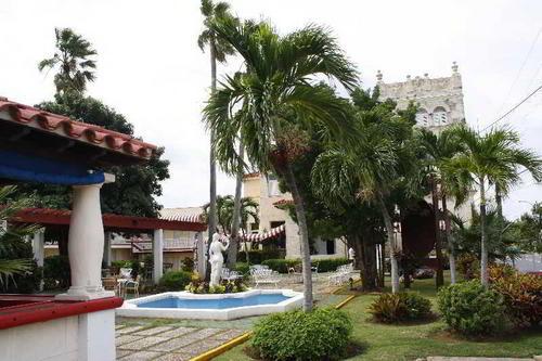 Ihre Unterkunft Im lebendigen Viertel El Vedado heißt das Hotel Paseo Habana seine Gäste willkommen. Ganz in der Nähe befinden sich der Platz der ...