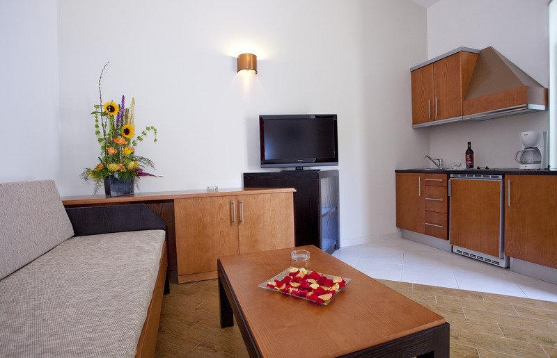 HL Miraflor Suites Hotel