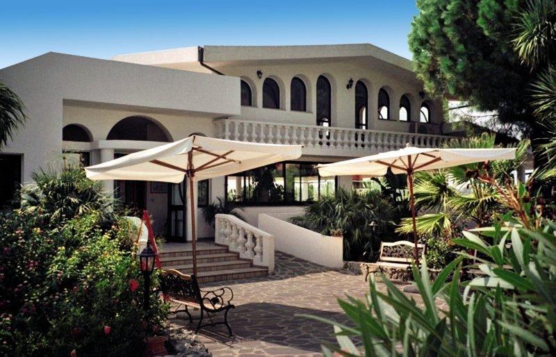 Hotel Villaggio Pineta Petto Bianco